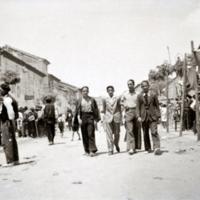 Mercado callejero en la calle Mayor de Monreal.